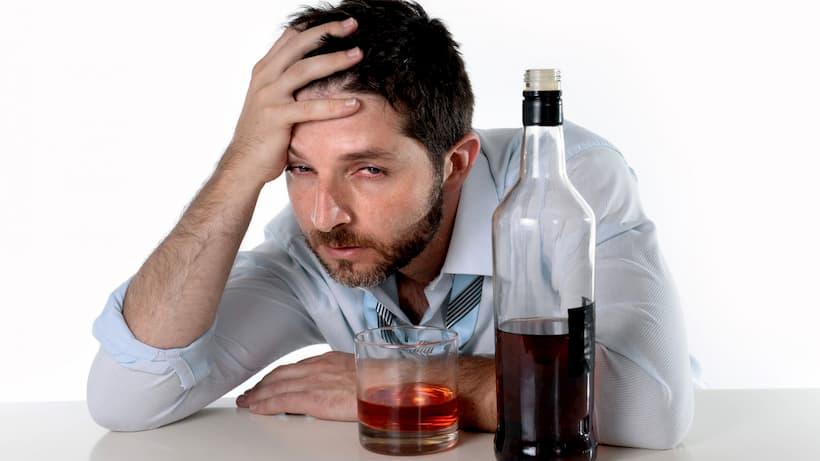 алкоголик не может бросить пить