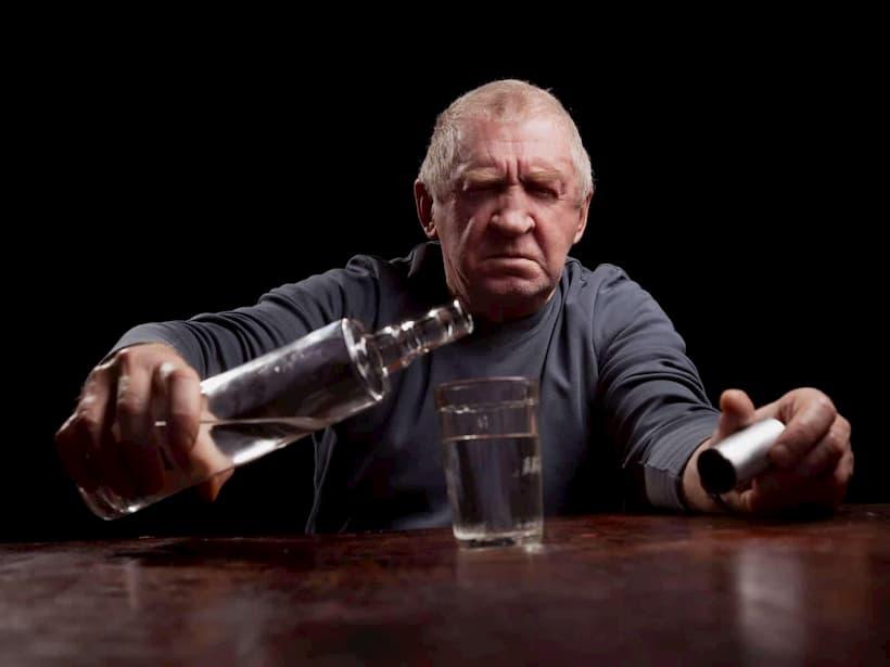 алкоголізм у пенсіонера