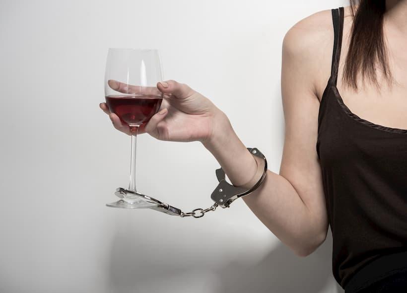 симптоми та стадії алкоголізму