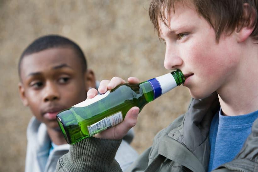 підлітковий алкоголізм